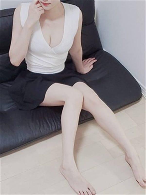 島崎 七菜【綺麗な丸の内系OL♪】 | DAZZLE()