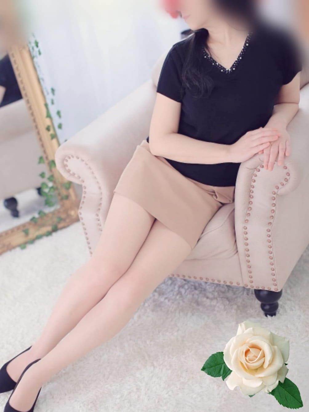 恋(れん)   Celebrity salon 華美(はなび)