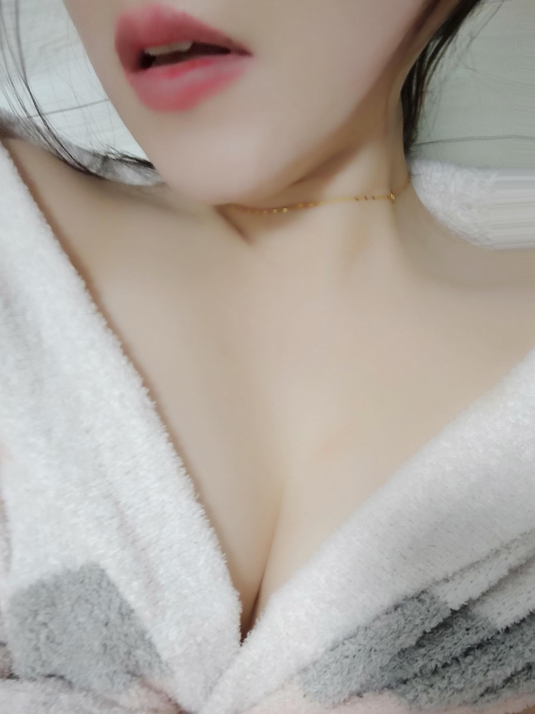 「あけおめです(^^)」01/08(金) 13:21 | 桐谷まこの写メ日記