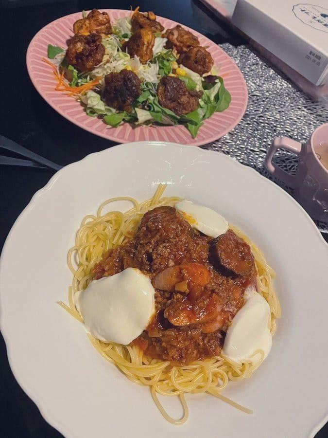 「オールスパイスで焼いたチキンのサラダとミートソース」04/14(水) 19:23 | るみの写メ日記