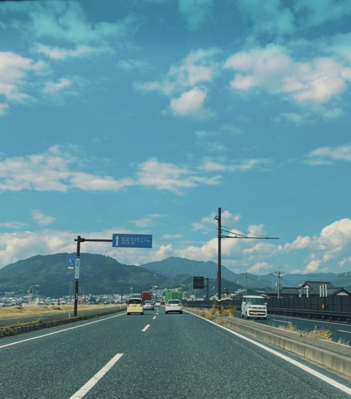 「出勤中〜·͜·」10/09(土) 20:30   めるの写メ日記